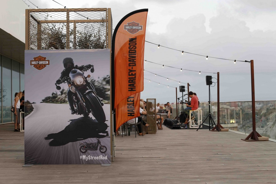 Harley-Davidson y  43 Live The Roof (1)